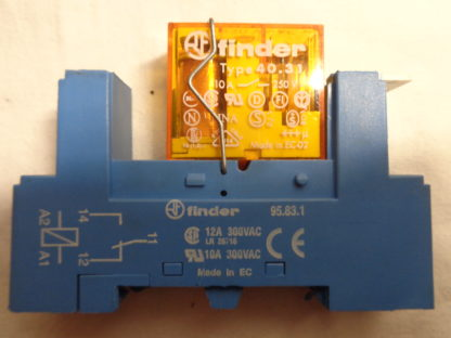 Finder TYP. 40.31  230V  Relais mit Sockel