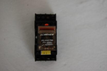 Schrack Relais ZG460720 mit Sockel