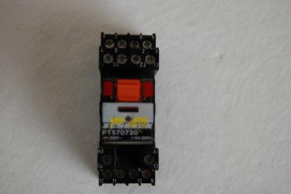 Schrack Relais PT 570730 mit Sockel
