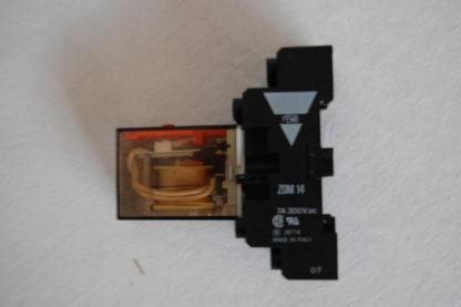 Schrack Relais RA450720  mit Sockel
