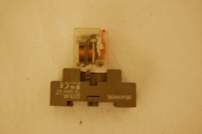 Telemecanique Relais RXL 4A06B1B7 Mit Sockel