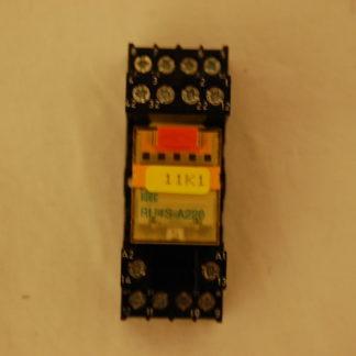 IDEC Relais RU4S - A220 mit Sockel